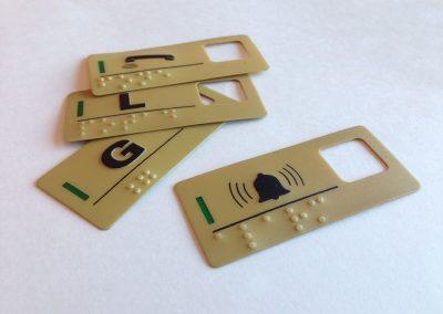 etiquetas-em-policarbonato-auto-relevo-braile-para-elevadores-em-sp